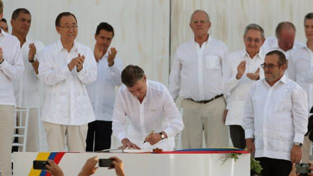 Colombia peace deal: Historic agreement is signed BBC News